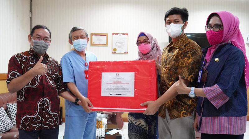 FKIK Terima Donasi APD dari Alumni FK UNAIR, Diwaliki oleh Direktur RSUD Saiful Anwar Malang
